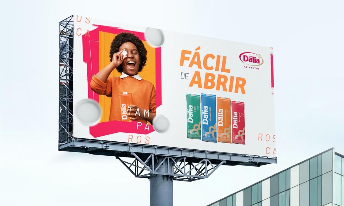 outdoor frontlight front dalia alimentos leites leite toyz propaganda marketing publicidade